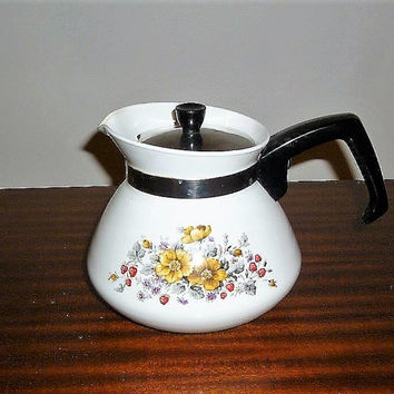 "Vintage 1970s Corning Ware 6 Cup Tea Pot With Insert Featuring the Pattern ""Bantry"" / Retro Stove Top Kettle"