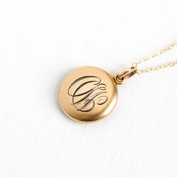 "Sale - Antique Monogrammed ""OW"" Gold Shell Round Locket Pendant Necklace - Vintage Early 1900s Edwardian Initial W&H Co. Photograph Jewelry"