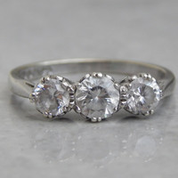 vintage engagement ring - 3 stone ring in 9ct white gold - vintage 1980s
