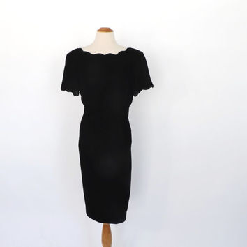 SIZE LARGE Vintage 1980s 90's Black Velvet Mini Cocktail Dress Bombshell Fitted Wiggle Dress Prom Party Dress Scalloped Mini Dress