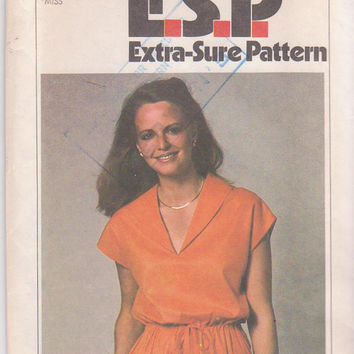 Vintage 1970s Extra Sure Pattern for pullover dress with v neckline and short kimono sleeves misses size 8 10 12 Simplicity 9022 UNCUT