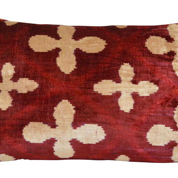 Quatrefoil 16x24 Silk-Blended Pillow, Decorative Pillows