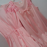 Nightgown and Robe Set Peach Peignoir Set Night Gown with Cutout Embroidery Size Small Bridal Honeymoon Resort Cruise Wear