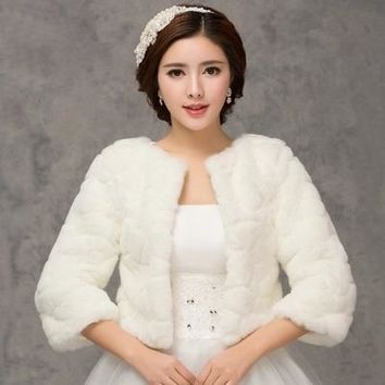 2017 Winter Bridal Fur Wraps Wedding Bolero Jacket Cheap Bridal Shawl Capes Plus Size Bolero Faux Fur Shawls Wedding Jakects
