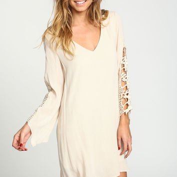 BEIGE CROCHET SLEEVES CREPE DRESS