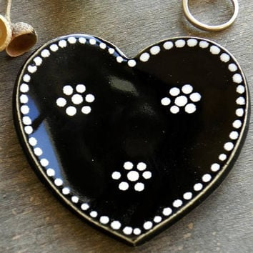 Black Ceramic Heart Jewelry Dish, Black and White Halloween Ceramic Ring Dish, Antivalentine Plate, Pottery Heart Trinket Dish, Ring Holder