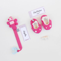 Baby girl gift set | Baby shower gift: soft sole shoes + pacifier holder | Hot Pink baby gift set | Stars baby shower | Crib shoes 6 months