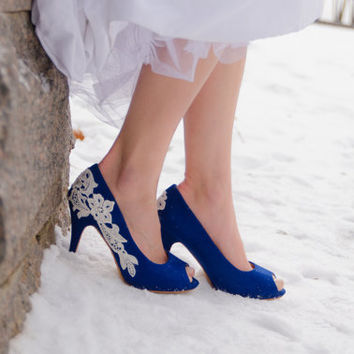 Blue Wedding Heels, Bridal Shoes, Lace Wedding Shoes, Blue Pumps, Blue Heels, Peep Toe Heels, Blue Shoes, Shoes with Ivory Lace. US Size 7.5