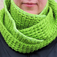 Infinity scarf, Warm scarf, Winter scarf, Green scarf, Women scarf, Crochet scarf, Chunky scarf, Ready to ship, Accessories, Endless scarf