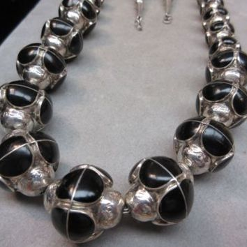 RARE Vintage Native American Zuni TRIBAL Onyx Sphere Sterling Silver Necklace