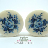 "Plugs / Gauges Delft Blue Rose. 4g / 5mm, 2g /6mm, 0g /8mm, 00g /10mm, 1/2"" /12.5mm, 9/16"" /14mm,5/8"" /16mm,3/4"" /19mm,7/8"" /22mm,1"" /25mm"