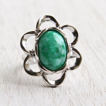 Vintage Green Stone Flower Ring -  Retro Signed Sarah Coventry 1970s Stone Silver Tone Adjustable Flattery Costume Jewelry / Mod Floral