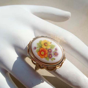 Vintage Avon Cameo style locket pill ring size 7