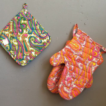 Vintage Mid Century Mod Paisley NOS Psychedelic Kitchen Oven Mitts Pink Red Orange Green Blue