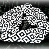 Geometric  Print Infitinty Scarf,Scarf Season,Circle Scarf,Black and White infinity Scarf,Womens Fashion Infinity Scarves, Teen Gift Item
