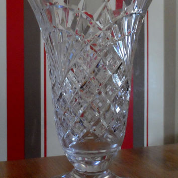 Waterford crystal vase - stunning -  full etched mark to the base - Irish cut glass dinner party christmas