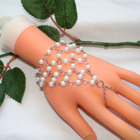 Slave,Bracelet,Hand,Jewelry,Ring,Finger,Pearls