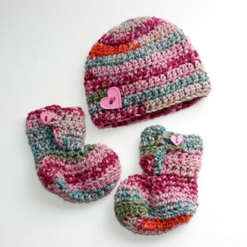 Baby girl booties hat set bright pink camo blue green purple crochet newborn photo shoot. 0 - 3 months