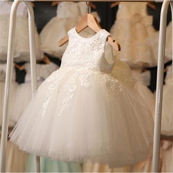 Vintage Baby Girl Lace Christening Gown 2016 Newborn Baby Girls First Birthday Gift Big Bow Little Princess Tulle Tutu Dress