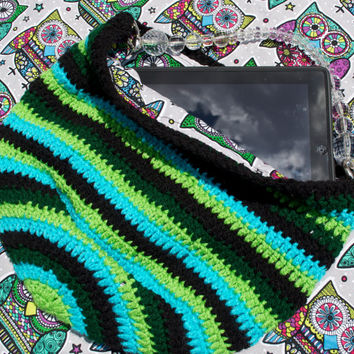 HOOT - Crochet Hobo Purse w/ Owl Fabric Lining. Aqua, Lime Green, Green, & Black colors. Medium size w/  Heart charms.