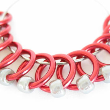 Medium Snagless ring stitch markers for knitting | snag-free stitchmarkers | knitting tools | lace | red wire; pearl grey beads | #0004