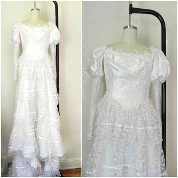 Vintage 1960s White Lace & Satin Appliquéd Wedding Bridal Dress