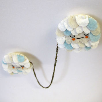 Scalloped Chain Brooch in Napping Cloud