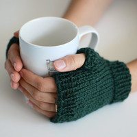 Coffee House Shortie Mitts - Fitted Fingerless Mittens / Gloves in Forest Green - Size Small / Medium