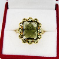 10K Gold & Green Moldavite Ring, Size 8, Faceted Meteoric Tektite Natural Glass, Vintage 1980s 1990s Statement Ring Star Wars Jewelry