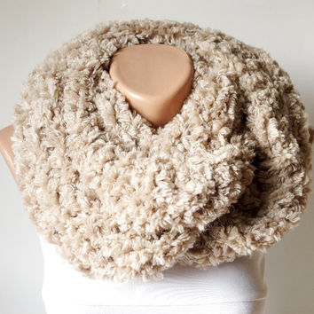 Infinity Scarf, Loop Scarf, Circle Scarf, Winter Cowl - Scarf Beige, Light camel Chunky