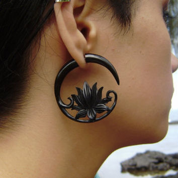 Fake gauge ,Organic Black Horn ,tribal style, Split Gauge Earrings Fancy Lotus earrings