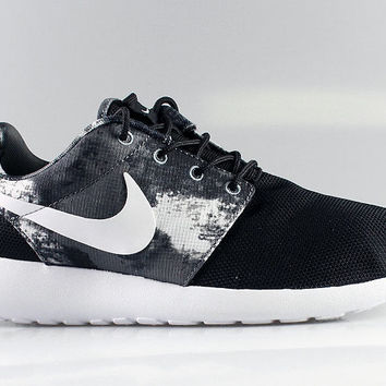 Nike Women's Roshe Run Print Black Cool Grey