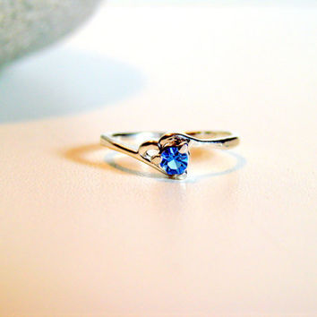 Delicate Vintage Silver Tone and Blue Stone Costume Ring