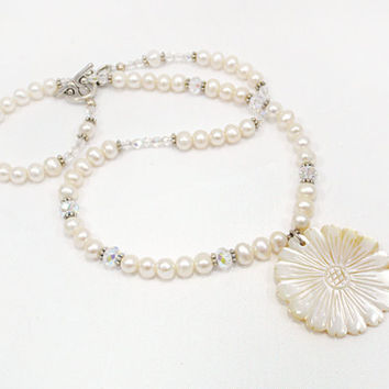 Pearl Necklace Shell Pendant Pearl Jewelry Gantle Necklace Mother of Pearl Flower Pendent