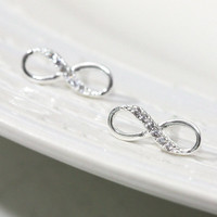 Infinity Earring In Silver on Luulla