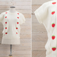 Vintage 1950s Strawberries Knit Top / Off White Boxy Short Sleeve Sweater / Spring Cotton Fruit Cute Novelty Medium M Top