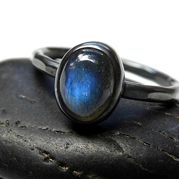 black silver labradorite ring, delicate silver ring, engagement ring labradorite ring hammered, promise ring labradorite wedding ring
