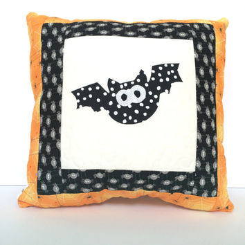 Quilted Halloween Pillow, Quilted bat pillow