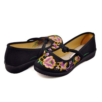 Vintage Chinese Embroidered Ballerina Mary Jane Flat Ballet Cotton Loafer for Women in Black Floral Design