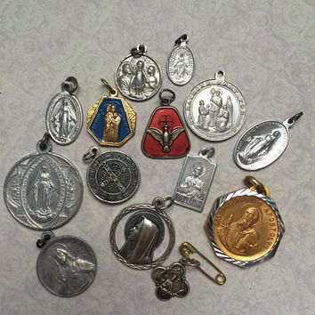 LOT of 14 OLD Vintage medals Charms HOLY Spirit Catholic religious Holy Jesus Mary Saint Saints Destash