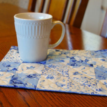 Quilted Mug Rug Gift Set - White and Blue Floral     Perfect gift for mom