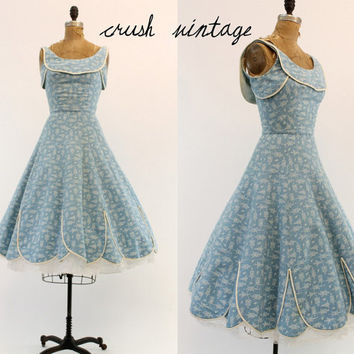 50s Wedding Party Dress XS / 1950s Novelty Frock / The Fly Away Bird Dress