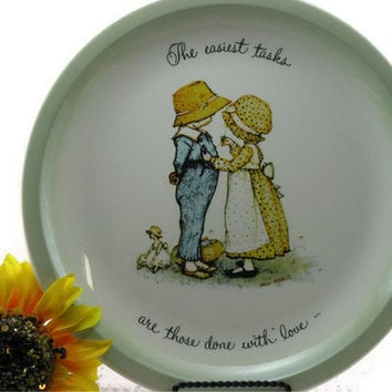 "Vintage Holly Hobbie Collectors Plate 1972 "" The easiest tasks are those done with Love"""