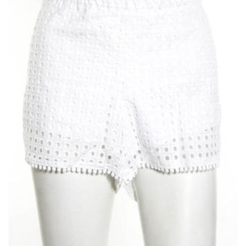 NWT LILLY PULITZER FOR TARGET White Cotton Eyelet Design Lined Shorts Sz L