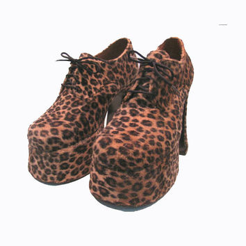 Vintage Leopard Platform Shoes  from England Woman's U.S. size 7 / Glam Trashinista Plats