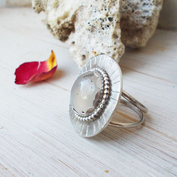 Montana agate sterling silver shield ring, beaded hammered detail, scalloped bezel semiprecious gemstone, artisan jewelry, size 6 3/4