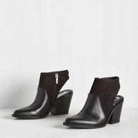 Minimal Bare Your Seoul Bootie in Black
