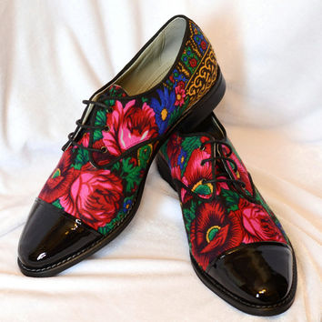 Derby shoes in Black patent leather and Russian flower print Lady Oxford Customized shoes