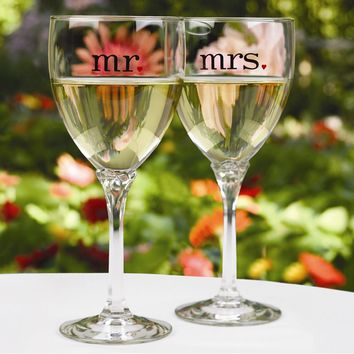 Mr & Mrs Wine Glasses - Etching Personalized Perfect Wedding Gift