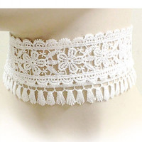THICK LACE FABRIC FLORAL CHOKER NECKLACE SET - WHITE